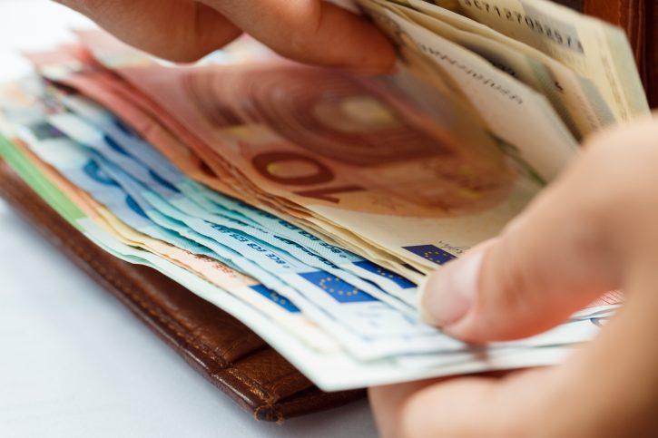 HVALA VUČIĆU: Uzmeš 60 evra pomoći – vraćaš 62! 1