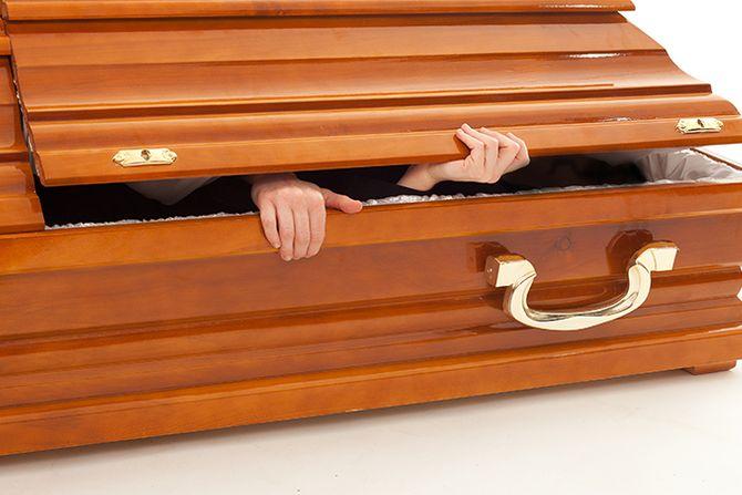 NARODE, ZABORAVI NA PENZIJE U BUDUĆNOSTI: Sa radnog mesta direktno u mrtvački sanduk! 1