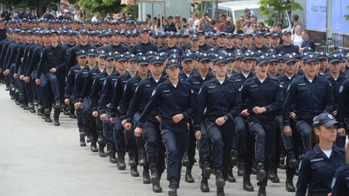 POBUNA U POLICIJI: Stiglo naređenje od Vučića za obaveznu imunizaciju, POČELI DA OTKAZUJU POSLUŠNOST! 3