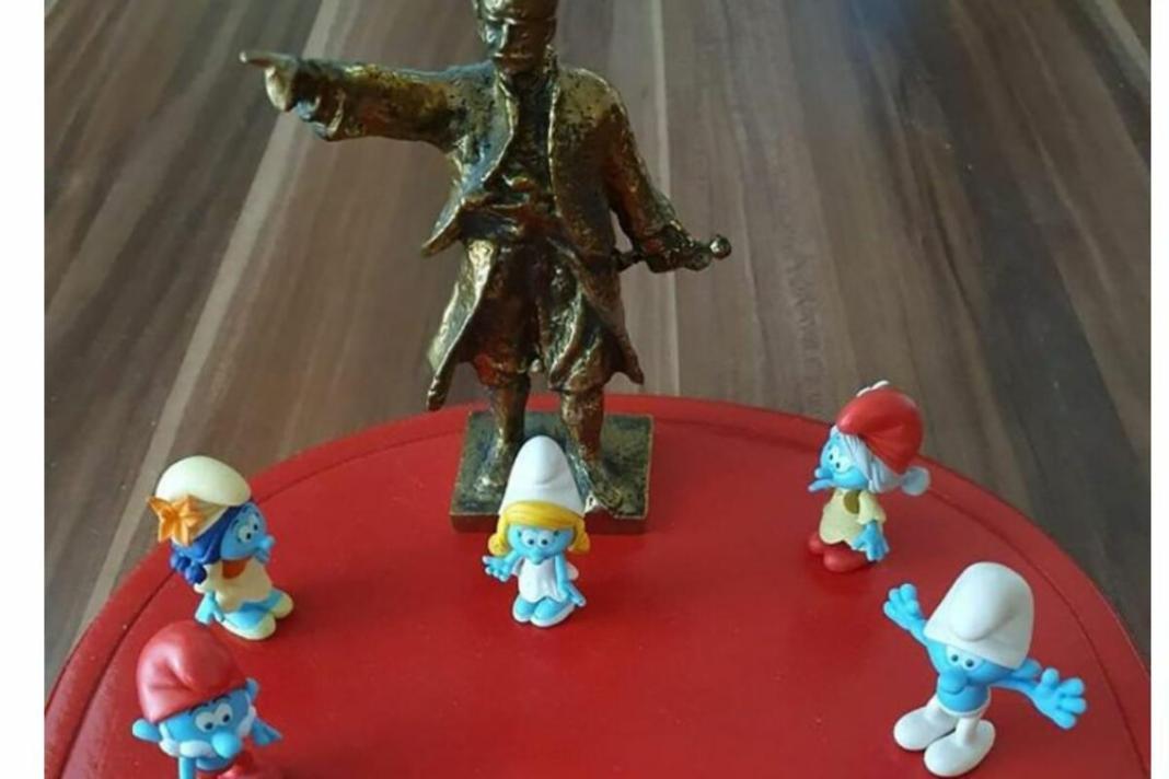 SPRDAJU SRPSKE RADNIKE: Strane gazde ih predstavljaju kao Štrumpfove, država ćuti, PRAVE NAROD DEBILIMA! 1
