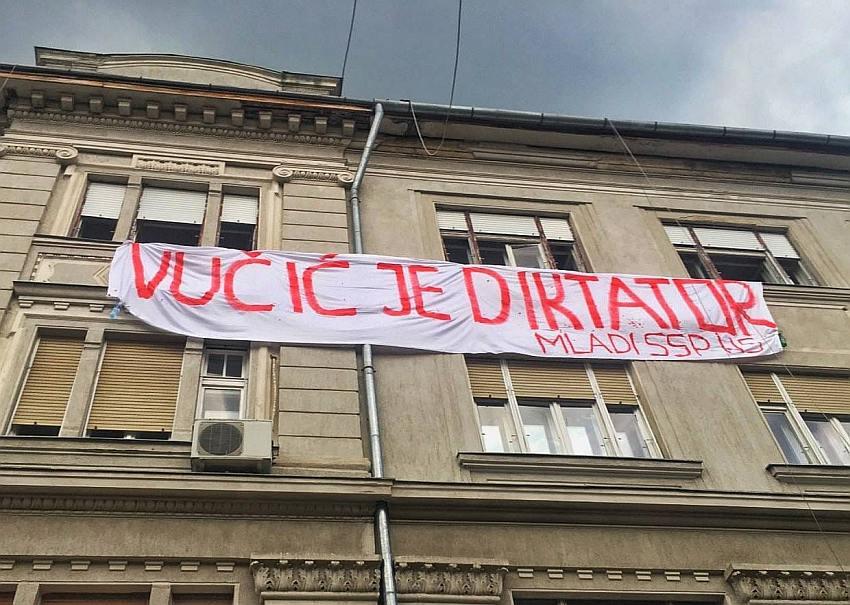 DOČEKAN KAO CAR, ISPRAĆEN KAO PEDER I BOLESNIK: Vučiću, narod te ne želi! 1
