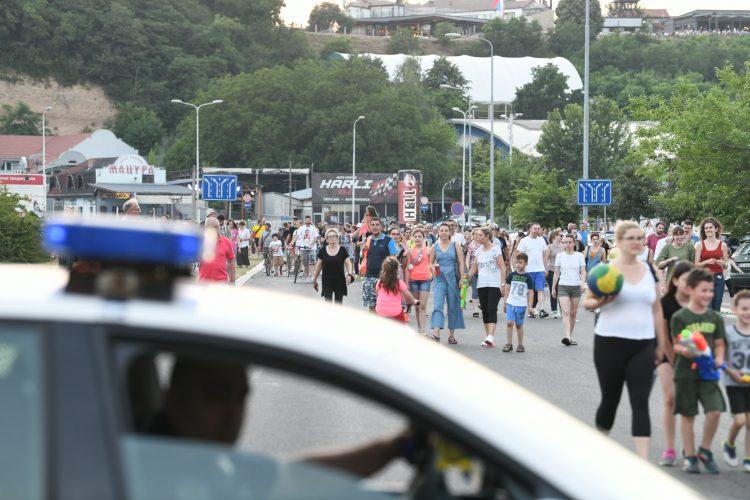 VUČIĆEVA POLICIJA LEGITIMIŠE STANARE BLOKA 37: Večeras najavili novi protest! 5
