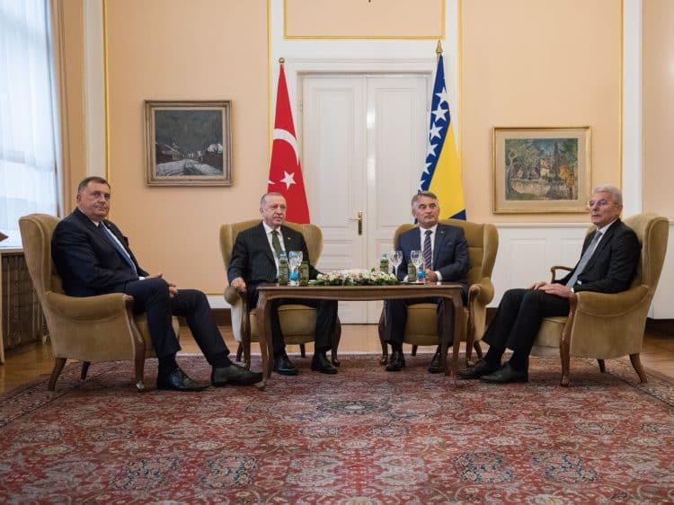 VELIKI SRBENDA: Dodik prekinuo bojkot, kako bi se uvlačio u dupe Vučićevom bratu Erdoganu! 1