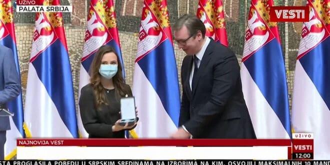 UHVAĆENI U KRIMINALU: Novinarki TV Pink, Gordani Uzelac dodeljuje se preko 1. 000 evra mesečno iz budžeta Gradske opštine Grocka! 1