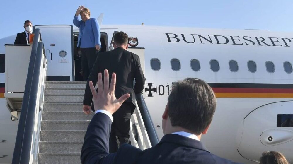 ŠAROVIĆ: Vučić dočekao Merkelovu kako kvislinzi nisu naciste, ona nama otima lekare a zauzvrat nudi migrante! 1