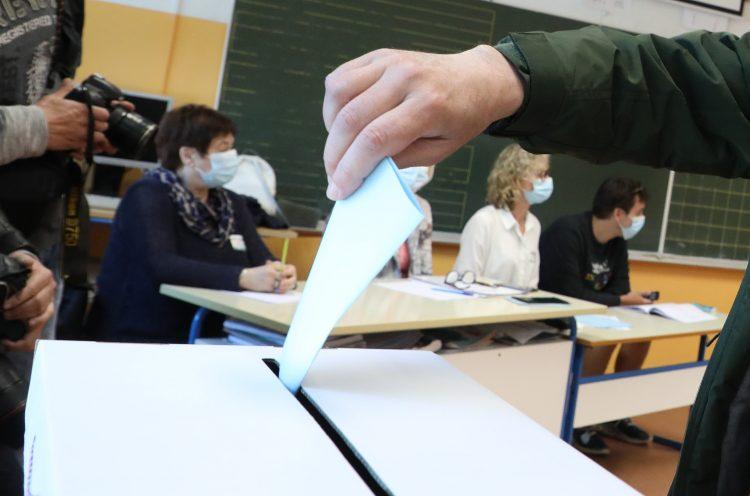 VUČIĆ MENJA USTAV I IZDAJE KOSOVO: Referendum o ustavu krajem novembra! 5