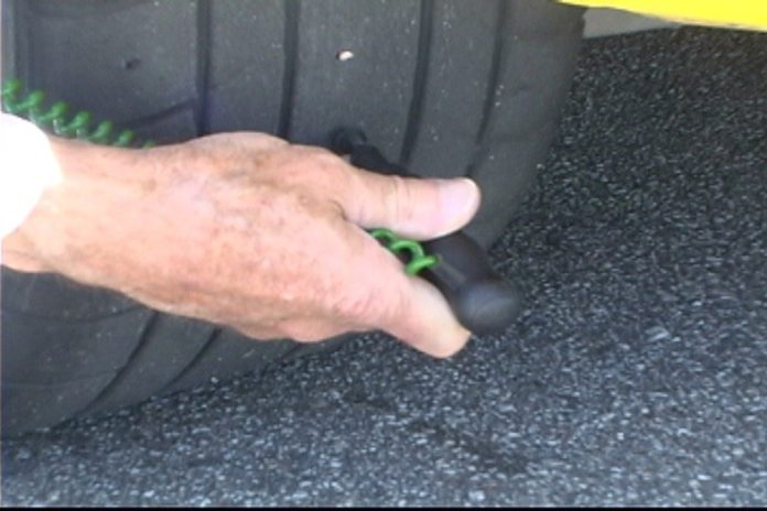 Most tire temperature probes have a needle with stop. The needle should be inserted into the tire tread up to the stop. Hold the probe at approximately a 90-degree angle to the tire surface when inserting the probe into the tread.