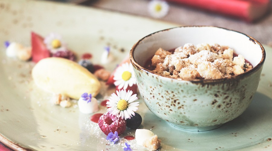 Erdbeer-Rhabarber Crumble mit Suchtgefahr