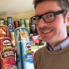Oliver Numrich (naschkater) präsentiert seltene Pringles-Dosen aus seiner Sammlung