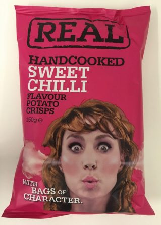 Realcrisps wieder mit einem lustigen gezeichneten Motiv einer aus den Ohren dampfenden Frau, Geschmacksrichtung: Sweet Chilli.