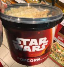 Ein riesiger Eimer Star Wars Popcorn