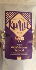 Knalle aus der Berliner Popkornditorei mit Weißer Schokolade und Salzbretzel.