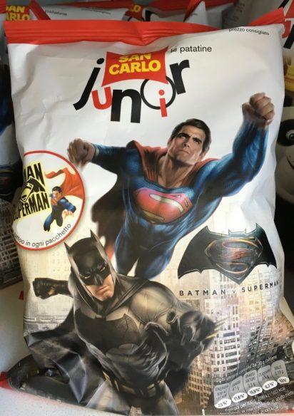 Auch das eher Film-Merchandising, aber ich packe es mal hier mit rein: Chips mit Werbung für den Superman vs. Batman-Film.