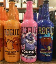 Inzwischen gibt es auch schon Bier mit dem Geschmack von Voodoo Doughnuts von der ebenfalls in Oregon ansässigen Rogue-Brauerei.