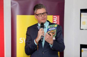 naschkater Numrich mit Hitschlers Gewinnerprodukt Fanschnüre