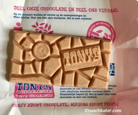 Tonys Chocolonely White Erdbeer Knisterzucker offen