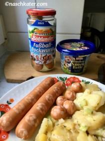 Böklunder Fußball-Bockwurst und Bärchen-Fußbälle angerichtet