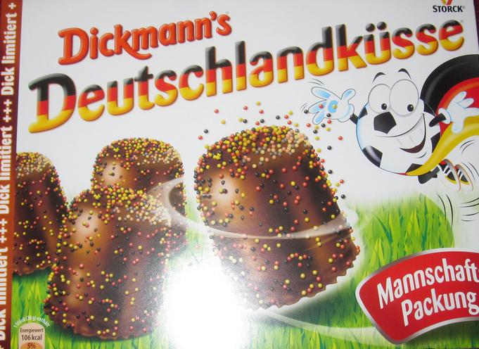Storck Dickmanns Deutschlandküsse Mannschaftspackung mit Schwarz-rot-goldenen Streuseln