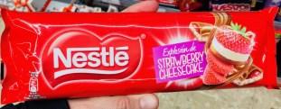 Nestlé Strawberry Cheesecake Explosion Schokoriegel