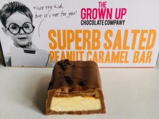 The Grown up Chocolate Company Superb Salted Peanut Caramel Bar Anschnitt