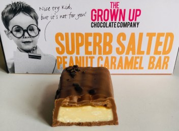 The Grown up Chocolate Company Superb Salted Peanut Caramel Bar Anschnitt