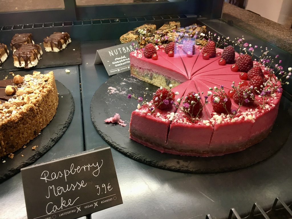 Raspberry Mouss Cake mit bBlumen