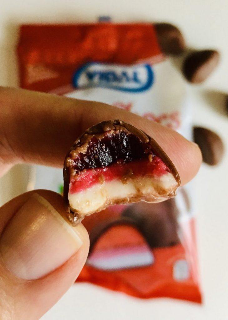 Vidal Erdbeer-Praline im Querschnitt