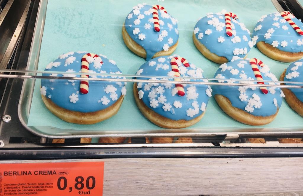 Spanien Berlina Crema Weihnachtlich verzierte Berliner Pfannkuchen