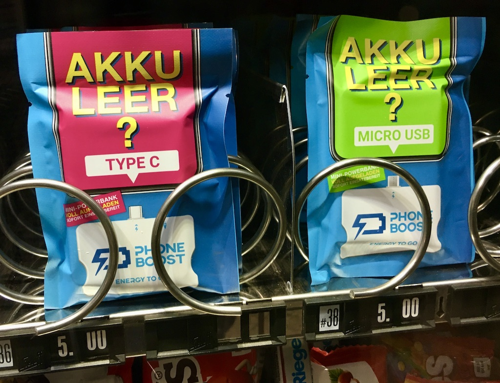 Akku Leer – vorgeladene Powerbank im Automaten am Bahnhof