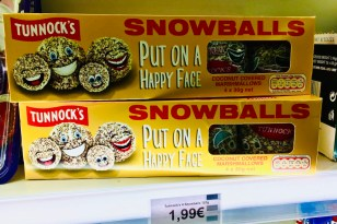 Tunnock's Snowballs Put on a happy Face 4x30 Gramm Coconut Covered Marshmallows