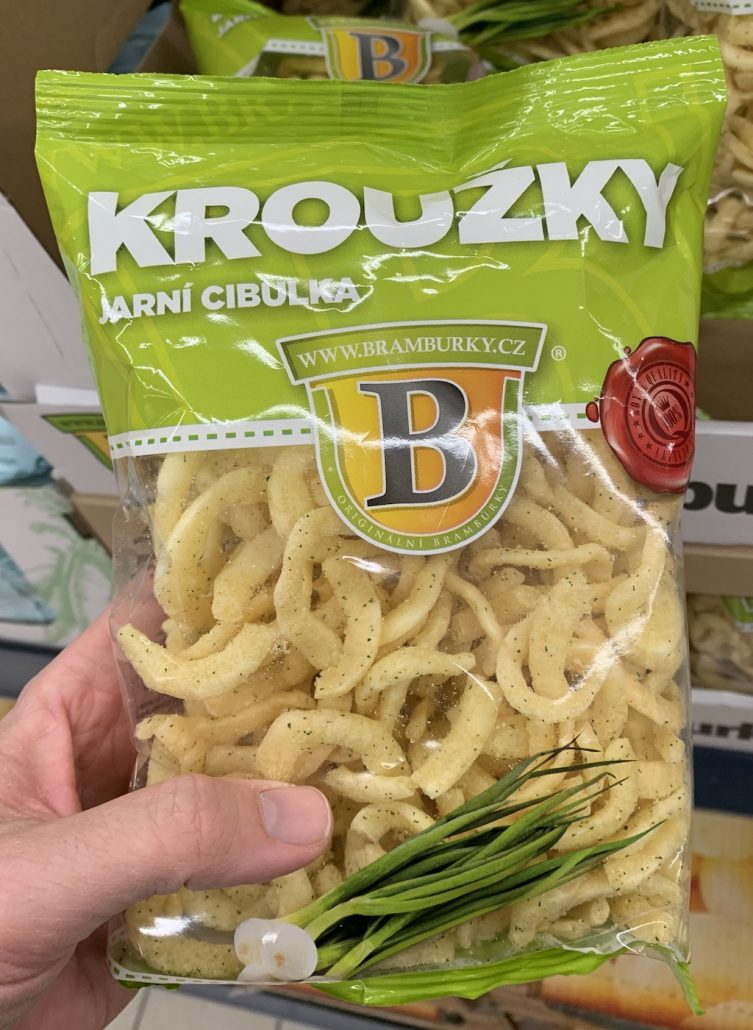 Krouzky Jarni Cibulka Chips aus Tschechien mit Frühlingszwiebeln