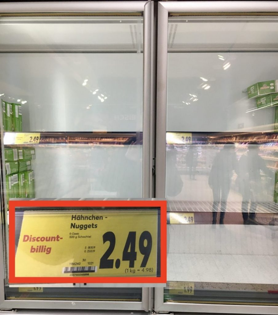 Kaufland Neuruppin Corona Leeres Tiefkühlregal mit Chicken Nuggets