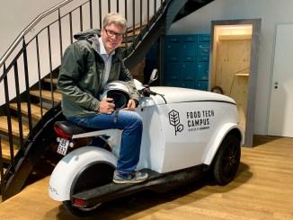 Oliver Numrich alias Naschkater zu Besuch im EDEKA Food Tech Campus Berlin.
