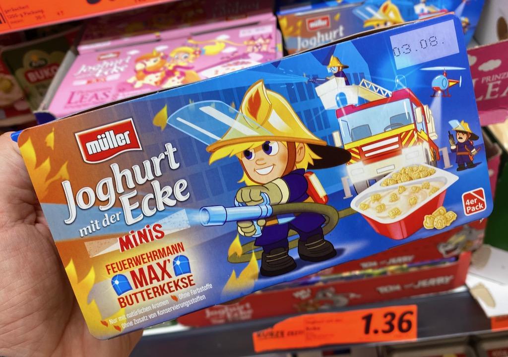 Müller Joghurt mit der Ecke Minis Feuerwehrmann Max Butterkekse