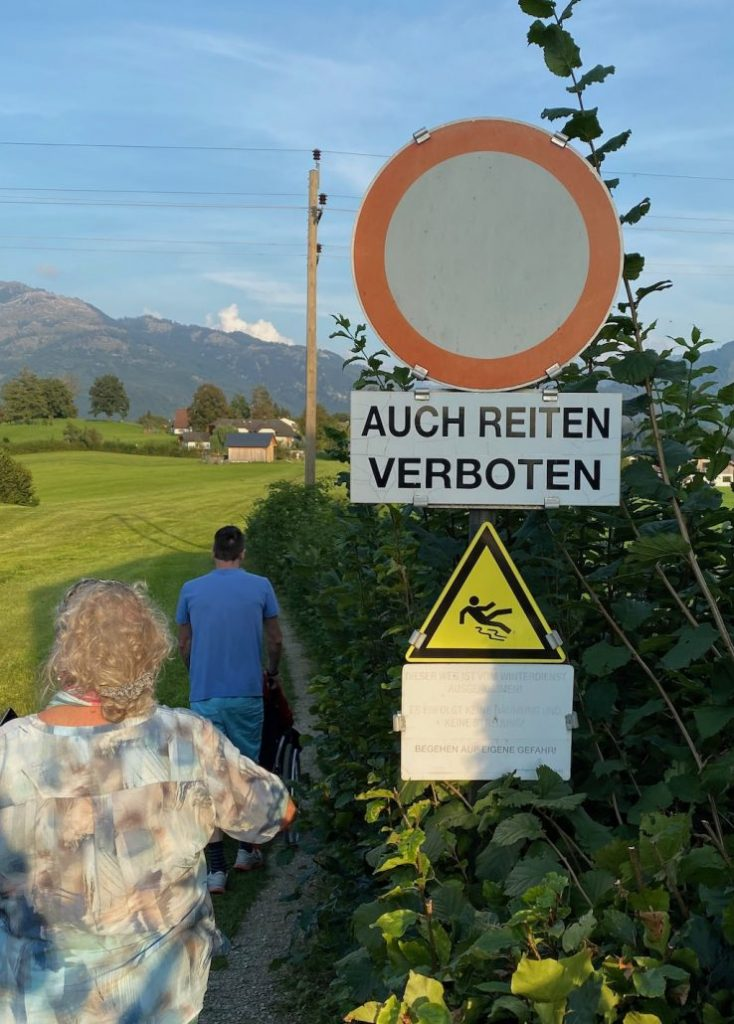 Schild Auch Reiten verboten