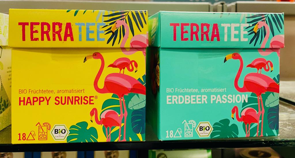 TerraTee Aromatisierter Bio-Früchtetee Happy Sunrise und Erdbeer Passion Flamingo-Motiv 18er