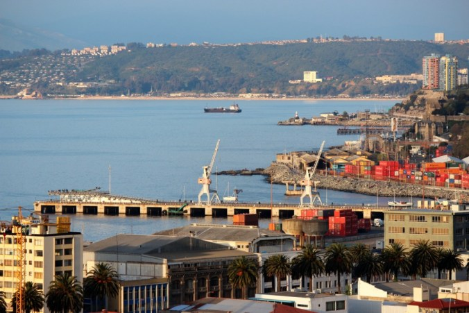 Foto Plataforma Urbana: http://www.plataformaurbana.cl/archive/2015/06/11/corte-de-apelaciones-de-valparaiso-rechaza-reclamo-de-ilegalidad-en-contra-de-mall-baron/muelle-baron-valparaiso-por-ojo-bionico-via-flickr/