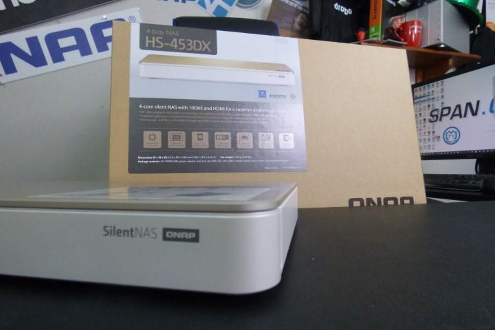 QNAP HS-453DX Silent NAS Unboxing - NAS Compares