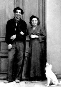 С Гариком Таривердиевым в дверях нашего дома