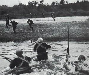 Высадка морской пехоты в районе Керчи. 31 октября 1943 года советские войска начали переправу через Керченский пролив.