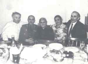 Георгий Давтян в окружении своих близких