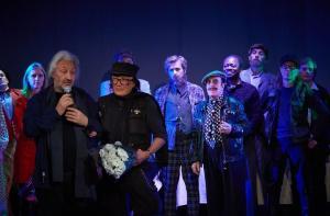 """Стас Намин и Михаил Шемякин на премьере спектакля """"Нью-Йорк. 80-е. Мы!"""". Фото сайта thevanderlust.com"""