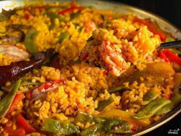 Паэлья по-испански: пикантное блюдо с морепродуктами (Фото)