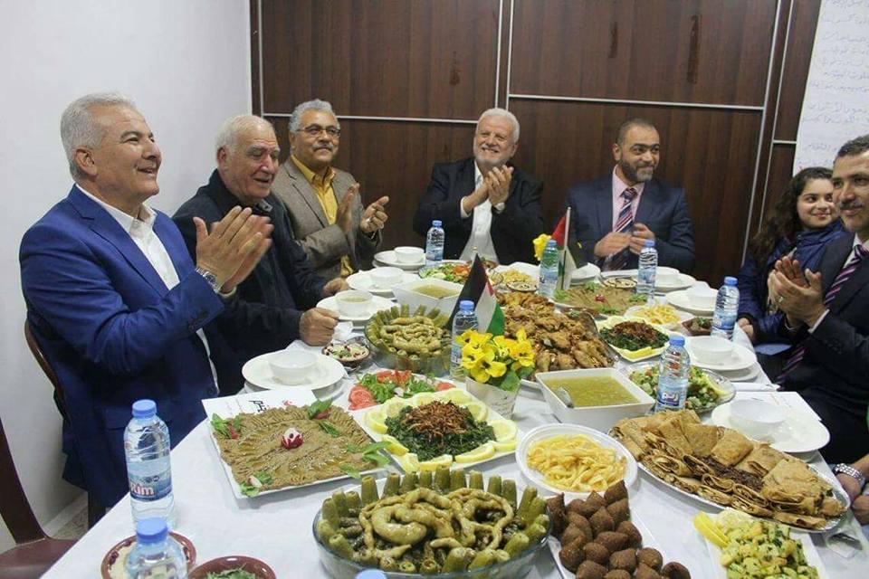 وفد من قيادة منظمة التحرير الفلسطينية يزور مركز التعاونيات
