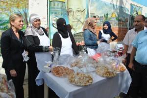 سفيرة النروج ليند تزور عين الحلوة.. رسالة اهتمام بتخفيف معاناة اللاجئين الفلسطينيين