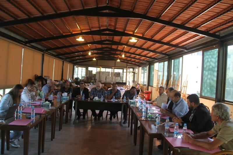 طاولة مستديرة فلسطينية لاطلاق دراسة حول اليآت الوساطة في مخيم عين الحلوة