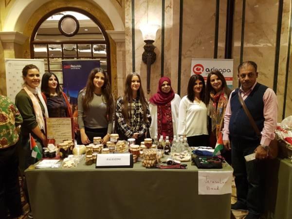 منتوجات الجمعيات التعاونية النسائية تشارك البازار الخيري الدولي