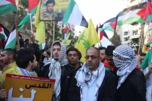 شعلة ناشط يشارك في المسيرة التي دعا إليها حزب الله في الضاحية الجنوبية رفضاً لقرار ترامب*