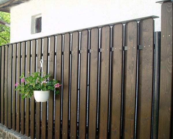 Красивые деревянные заборы для частных домов: фотогалерея ...