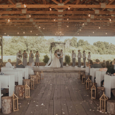 How To Choose A Wedding Venue from Burdoc Farms featured on Nashville Bride Guide